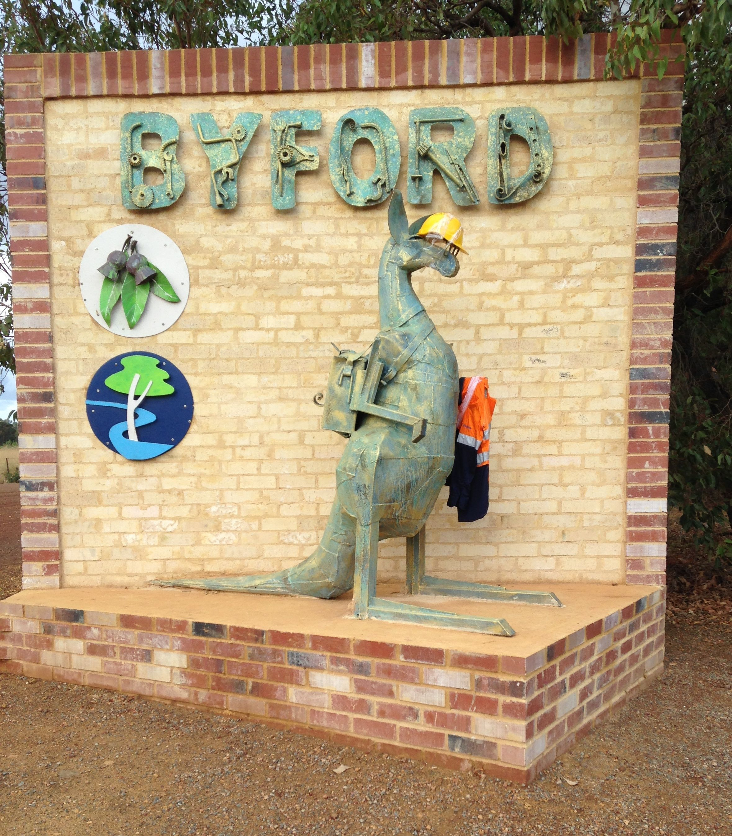 Byford_sculpture_southern_entry_dressed_September_2015Byford_sculpture_southern_entry_dressed_September_2015