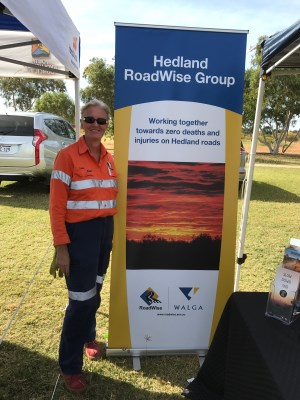 Photo_-_Hedland_Karen_Munro_and_banner