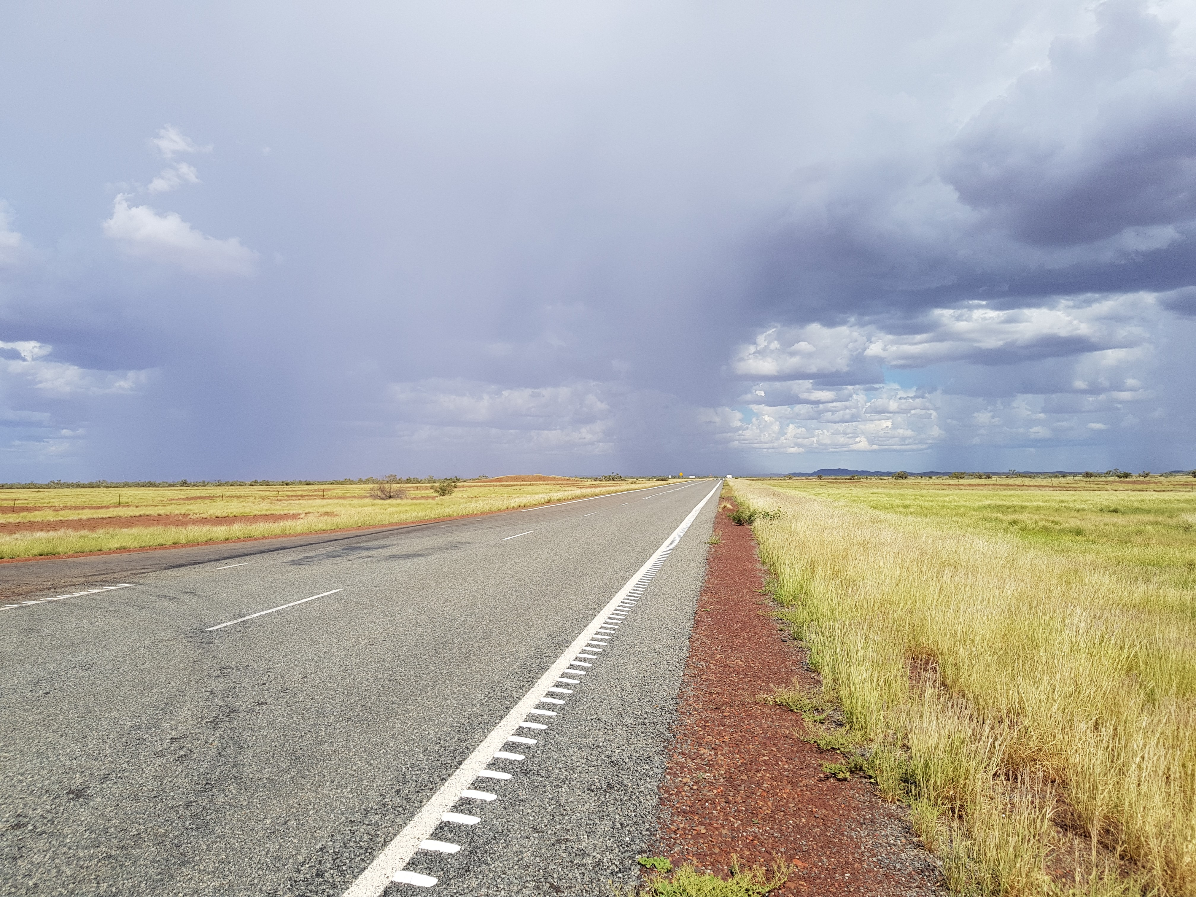 Photo_-_Pilbara_-_storms_up_the_road_-_1_March
